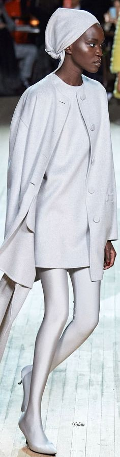 Fall 2020  Marc Jacobs Juvenil Casual Chic, Marc Jacobs, All Fashion, Womens Fashion, 50 Shades Of Grey, Glamour, Snow White, Ready To Wear, Fashion Accessories