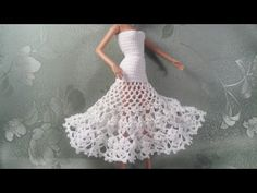 Irresistible Crochet a Doll Ideas. Radiant Crochet a Doll Ideas. Crochet Doll Dress, Crochet Barbie Clothes, Barbie Gowns, Barbie Dress, Barbie Clothes Patterns, Clothing Patterns, Crochet Flower Tutorial, Mini Vestidos, Doll Tutorial