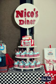 Diner Theme Cake and Cupcakes. Grease Themed Parties, 50s Theme Parties, Grease Party, 70th Birthday Parties, Party Themes, Party Ideas, Fifties Party, Retro Party, 50s Party Decorations