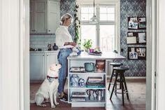 Mitt nya kök – jag föll för mönstret Thistle från In Bloom hos Boråstapeter – Krickelins Interior Decorating, Interior Design, Farms Living, Konmari, Cool Rooms, Home Kitchens, Tiny Kitchens, Interior Inspiration, Kitchen Inspiration