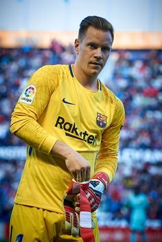 VALENCIA, SPAIN - MAY Ter Stegen of Barcelona looks on prior the La Liga match between Levante and Barcelona at Ciutat de Valencia Stadium on May 2018 in Valencia, Spain. (Photo by Quality Sport Images/Getty Images) Best Football Players, Football Is Life, Football Boys, World Football, Soccer Players, Barcelona Fc, Barcelona Sports, Messi Soccer, Soccer Guys