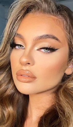24. Neutral look with gorgeous winged eyeliner A stunning look for those ladies who have green eyes and bronde hair. For this look, the... makeup,makeup looks,makeup vanity,makeup ideas,makeup revolution,makeup artist,makeup organizer,makeup forever,makeup brushes #makeup brands #makeup vanity #makeup brushes