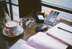 Café, Gourmandise, stylos et papier...