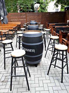 Rock 'N' Roll PUB - Čia savaitgalis niekada nesibaigia Irish Pub Interior, Bar Interior, Interior And Exterior, Guinness, Outdoor Furniture, Outdoor Decor, Rock N Roll, Exterior Design, Ottoman
