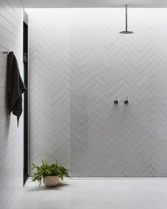 Beautiful tile work - home decorations Beautiful tile . - Beautiful tile work – home decorations Nice tile work # tile work - Minimalist Bathroom Design, Bathroom Interior Design, White Herringbone Tile, Chevron Tile, Ideas Baños, Tile Ideas, Decor Ideas, Douche Design, Bad Inspiration