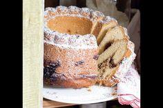 Bábovka s jahodovou marmeládou | Apetitonline.cz French Toast, Sweets, Bundt Cakes, Baking, Breakfast, Ethnic Recipes, Food, Basket, Ring Cake
