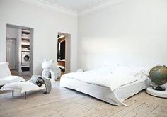 Ce très bel appartement en plein coeur d'Helsinki est celui de la designer et architecte d'intérieur Tanja Jänicke et de son mari, charpentier de métier. On comprend mieux alors leur pr…