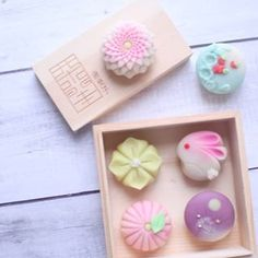 Japanese Wagashi, Japanese Cake, Japanese Sweets, Japanese Food, Pastry Design, Moon Cake, Fruit Drinks, Polymer Clay Crafts, Cute Food
