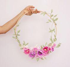 Hermosas ideas para decorar con hula-hoop o hula-hula - Dale Detalles Paper Flower Wreaths, Crepe Paper Flowers, Floral Wreath, Giant Flowers, Felt Flowers, Diy And Crafts, Paper Crafts, Idee Diy, Hula Hoop