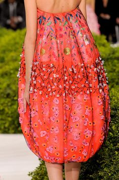 Dior at Couture Spring 2013 This is too gorgeous to exist. It's raining cherry blossoms on reddish orange. Christian Dior Spring is too gorgeous to exist. It's raining cherry blossoms on reddish orange. Dior Haute Couture, Couture Week, French Fashion, High Fashion, Fashion Show, Christian Dior, Couture Details, Fashion Details, Fashion Design