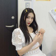 Image may contain: one or more people Seulgi, Kpop Girl Groups, Kpop Girls, Joy Instagram, Red Velvet Joy, Pink Velvet, Park Sooyoung, Vanellope, Ulzzang Girl