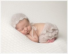 www.maxineevansphotography.com ?page=196004&load=imgFull&idx=66&referrer=newborn-photography&ms=1509601159895&