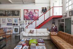 Uma decoração com muita luz e com espaço reservado para artes e livros. Veja: https://www.casadevalentina.com.br/blog/OPEN%20HOUSE%20%7C%20BILLY%20CASTILHO ------  Decorated with lots of light and space reserved for arts and books. See: https://www.casadevalentina.com.br/blog/OPEN%20HOUSE%20%7C%20BILLY%20CASTILHO