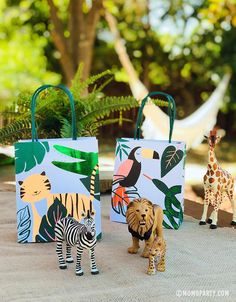 Animal Themed Birthday Party, 2nd Birthday Party For Girl, Jungle Theme Birthday, Dinosaur Birthday Party, Birthday Ideas, Safari Party Favors, Safari Party Decorations, Girl Safari Party, Jungle Theme Parties