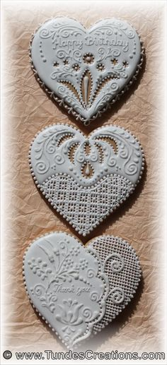 White on white lace-work gingerbread hearts by Tunde, posted on Cookie Connection Lace Cookies, Heart Cookies, Cupcake Cookies, Cupcakes, Christmas Gingerbread, Gingerbread Cookies, Bolacha Cookies, Cookie Frosting, Icing