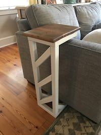 Sofa end table in Roswell - letgo Decor, Fall Home Decor, Couch Table Diy, Sofa Arm Table, Farmhouse Console Table, Sofa End Tables, Home Decor, Table Behind Couch, Wood Dining Room Table