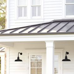 Beautiful Modern Farmhouse Exterior Design Ideas - Page 33 of 44 - Farida Decor Modern Craftsman, House Roof, Barn Lighting, Metal Roof Houses, Exterior Design, Outdoor Walls, Modern Farmhouse Exterior, Modern Farmhouse, Exterior
