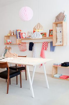 I want to look my work and craft space like this. Pastellcolors, pink and baby blue.