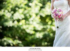Hochzeit Schlosshotel Münchhausen (58) - Gerade entdeckt und schon gepinnt. Schöner Brautstrauß, schöne Braut, schönes Licht, und noch ein schöner Hintergrund - was will man mehr...
