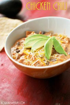 Staging Tips + {Slow Cooker Chicken Chili} | Nosh and Nourish