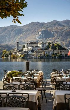 Lago d'Orta San Giulio Italy |There's a very northern Italian magic about Orta San Giulio, one of the prettiest old lakeside towns you'll find anywhere. Aside from its lovely architecture and tangle of narrow lanes – it's the kind of place that rewards aimless wandering – it also serves as the gateway to the lovely Isola San Giulio and is watched over by a forested hillside strewn with chapels.