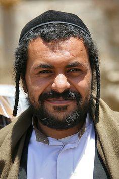 من صور اليهود اليمنيين .. صورة لرجل يهودي   Yemeni jewish man- Yemen by Eric Lafforgue, via Flickr