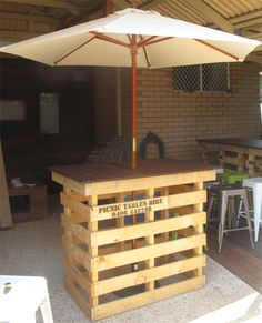 Pallet high bar with table umbrella02