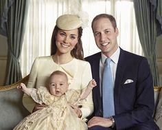 De doopjurk is een replica van de doopjurk die voor de eerste dochter van koningin Victoria werd gemaakt van honiton kant en satijn. Sinds 1841 zijn alle royal baby's erin gedoopt. Tot de Queen in 2004 besloot dat de doopjurk over zijn hoogtepunt heen was en een nieuwe liet maken...