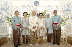 Homey and Intimate Javanese Wedding at Hotel Bidakara - Javanese Wedding, Indonesian Wedding, Foto Wedding, Dream Wedding, Diy Wedding, Kebaya Wedding, Wedding Dress, Church Wedding Decorations, Room Decorations
