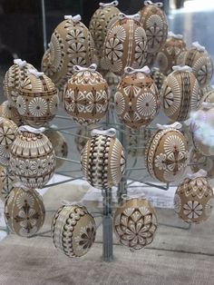 Eastern Eggs, Easter Egg Designs, Egg Art, Egg Decorating, Wax, Doodles, Place Card Holders, Holidays, Crafts