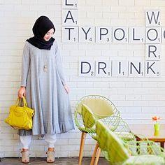 Those meeting kinda day wearing a cute dress from @ragazzahijab | Dian Pelangi