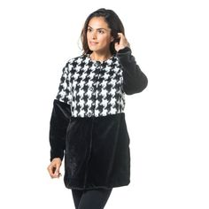 Anna Cristy, cappotto in pied de poule e similpelliccia. Il contrasto di texture e di cromie rendeil capospalla unico e molto ricercato.