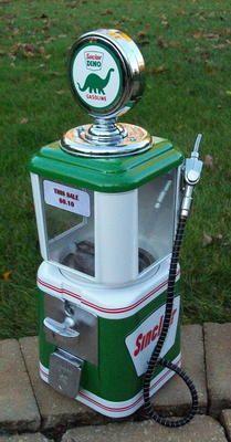 1950s 10-cent gumball/peanut/candy vending machine -- Sinclair Oil gas pump design.