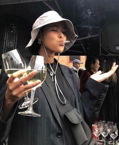 Fashion 2019 New Moda Style - fashion Looks Cool, Looks Style, Look Fashion, Fashion Outfits, Fashion Styles, Retro Fashion, Trendy Fashion, Winter Fashion, Fashion Tips