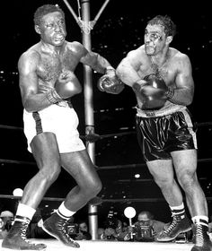 Marciano's nose was split open down the middle, it was wide-open, exposing the inner-workings of his nose, and gushing blood. The ref told Marciano he was going to stop the fight soon. Guess what Marciano did? Kick Boxing, Boxing Fight, Boxing News, Yankee Stadium, Boxing History, Boxing Champions, Sport Icon, Fight Night, Sport