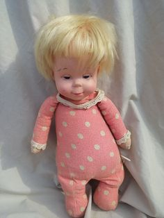 This Drowsy doll has lots of long hair. Soft fabric hands. Mattel.