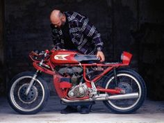 The 1963 250cc Moto Morini GP bike restored by Roberto Totti. Of all the bikes in the world I want this one. Apart from a Honda 6