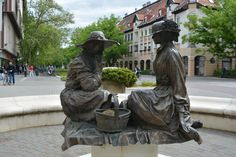 Ladies that lunch Hungary, Garden Sculpture, Lunch, Lady, Outdoor Decor, Home Decor, Decoration Home, Room Decor, Eat Lunch