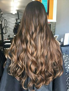 Reflect your style with popular long hairstyles. Young girls may look more elegant to their friends with new long hairstyles. Check out all the trend long hair pictures for women and teen girls. Beautiful Long Hair, Gorgeous Hair, Balayage Hair, Ombre Hair, Bayalage, Cabello Hair, Brunette Hair, Hair Pictures, Hair Highlights
