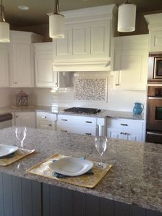 Superbe Beautiful Kitchen With White Subway Tiles As A Backsplash With An Accent  Above Stove! Stove