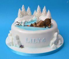 Torta di Frozen con decorazioni in pasta di zucchero n.85