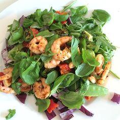 The Body Coach:Chilli & Italian herb Prawn salad with sundried tomato & avocado