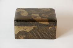 Japanese Lacquer Box that inspired Paperblanks' Ougi design