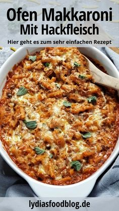 A simple macaroni casserole with minced meat and crème fraîche in a cre . - A simple macaroni bake with minced meat and crème fraîche in a creamy tomato sauce with cheese gr - Brunch Recipes, Meat Recipes, Breakfast Recipes, Dinner Recipes, Crowd Recipes, Macaroni Recipes, Crockpot Recipes, Chicken Recipes, Macaroni Casserole