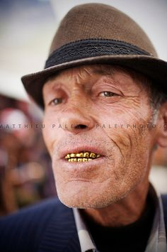 Matthieu Paley, A man wears gold teeth, a tradition in Central Asia. He is a successful trader on the Khorog market, in Tajikistan. Gangsta Grillz, Gold Teeth Grillz, Grills Teeth, Gold Grill, Cultural Diversity, Central Asia, Back In The Day, Creative Photography, Face