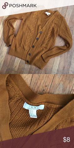 Gold sweater Great condition! From Forever 21 so I'd say it runs small. Forever 21 Sweaters Cardigans