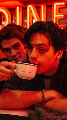 """Cole sprouse wants a """"sabrina the teenage witch"""" crossover on riverdale, dammit Cole M Sprouse, Cole Sprouse Funny, Cole Sprouse Jughead, Dylan Sprouse, Riverdale Netflix, Riverdale Funny, Riverdale Memes, Riverdale Cast, Riverdale Poster"""