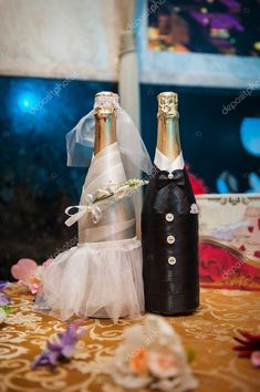 Two bottles of champagne decorated as a bride and groom standing - Imagem Stock: 71724851 Wedding Bottles, Wedding Glasses, Wine Craft, Wine Bottle Crafts, Chanel Art, Wedding Gifts For Groom, Diy Crafts For Gifts, Craft Markets, Champagne Bottles
