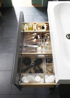 In the bathroom, drawer space can be limited. Make the most of your space and keep everything in its place with GODMORGON drawer organizers.