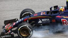 Max Verstappen (NDL) Scuderia Toro Rosso STR10 locks up at Formula One World Championship, Rd2, Malaysian Grand Prix, Practice, Sepang, Malaysia, Friday 27  March 2015. © Sutton Motorsport Images